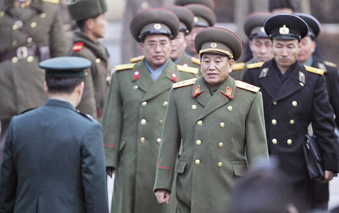 nguoi-luon-sat-canh-ben-ong-kim-jong-un--canh-tay-phai-cua-lanh-dao-trieu-tien-la-ai