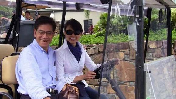 Sau sự cố đau thương với người vợ đầu và con đầu, MC Nguyễn Ngọc Ngạn đã tìm được hạnh phúc viên mãn bên người vợ thứ hai