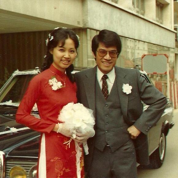 Cuộc sống của Nguyễn Ngọc Ngạn từng trải qua nhiều sóng gió. Được biết, Nguyễn Ngọc Ngạn có hai đời vợ. Người đầu là Lê Thị Tuyết Lan, kết hôn khoảng năm 1970, đã mất. Người sau tên Diệp, kết hôn vào năm 1982. Nguyễn Ngọc Ngạn và vợ thứ hai có một người con trai chung.