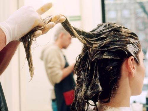 Hạn chế tối đa việc sử dụng thuốc nhuộm tóc để bảo vệ sức khỏe của chính mình