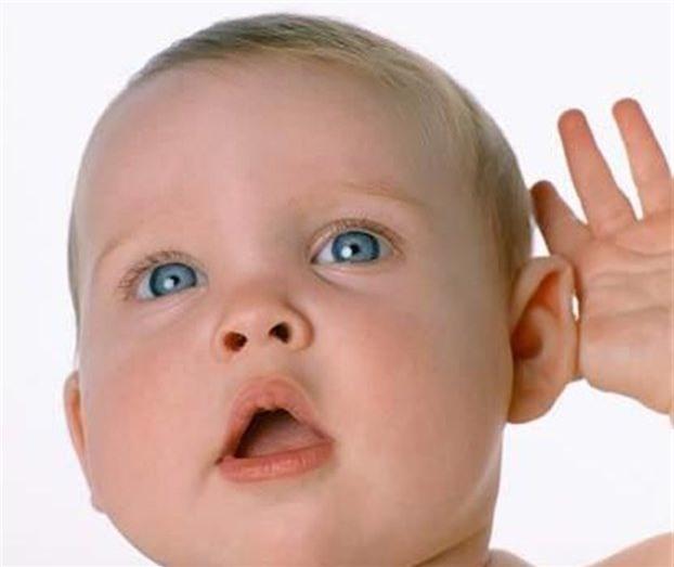 Khi đến một nơi ồn ào như quán bar mà bạn không nghe thấy người đối diện đang nói gì, hãy hướng tai phải về phía người đó. Tai phải tiếp thu lời nói tốt hơn, trong khi tai trái nghe những âm thanh như âm nhạc tốt hơn.