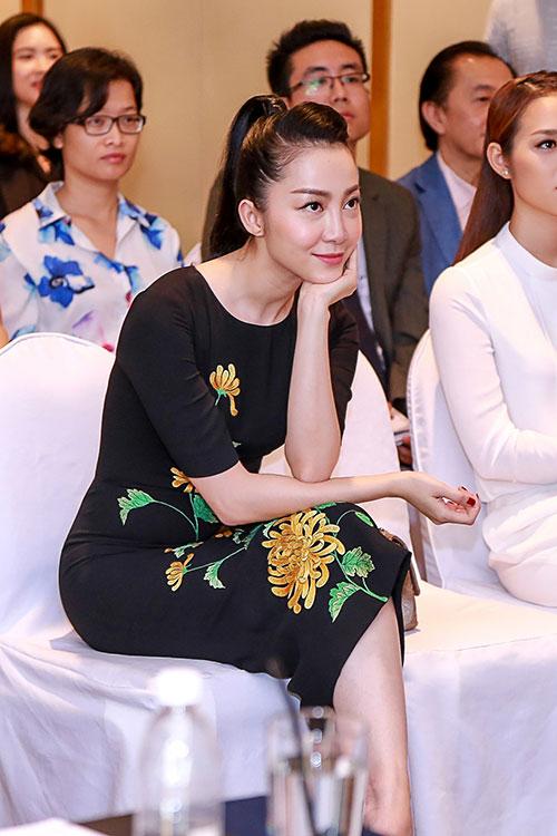Linh Nga thường xuyên xuất hiện với phong cách đơn giản nhưng sang trọng.