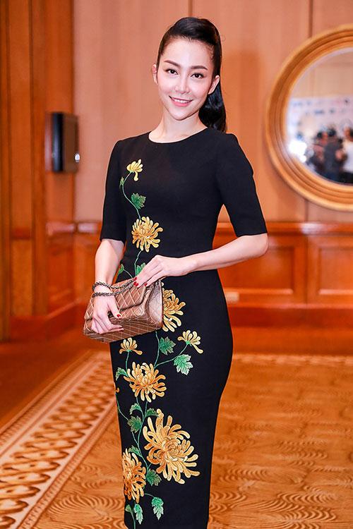 Trang phục với họa tiết hoa cúc sẽ là BST chủ đạo trong show diễn Xuân hè 2016 của Đỗ Mạnh Cường sẽ diễn ra trong tháng 6 tới đây.