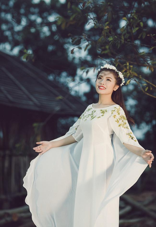 Đặc biệt, nữ ca sĩ còn phải thể hiện khả năng biểu cảm, bộc lộ cảm xúc trong những đoạn diễn cùng ông Bụt do danh hài Quang Thắng thủ vai.