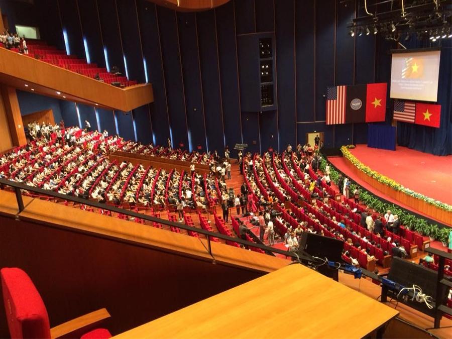 Cả hội trường lắng nghe Tổng thống Obama phát biểu. Ảnh: Đại sứ quán Hoa Kỳ tại Việt Nam
