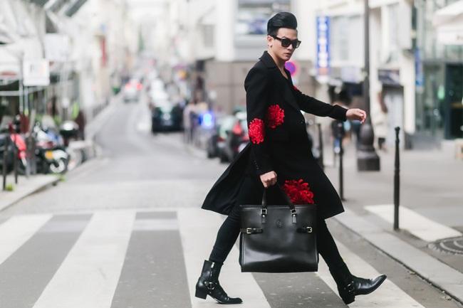 Lê Xuân Tiền thổi hồn và mang đến một luồng gió  mới mẻ trên đường phố Paris cổ kính với sắc đỏ củng họa tiết hoa cúc thêu tay kì công,  tinh tế.