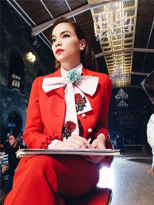 Cô vốn nổi tiếng bởi phong cách thời trang ấn tượng và đẹp mắt, Hồ Ngọc Hà sở hữu  tủ đồ khổng lồ với những bộ cánh xa xỉ đến từ những nhà mốt lừng danh thế giới như Gucci, Chanel, LV...