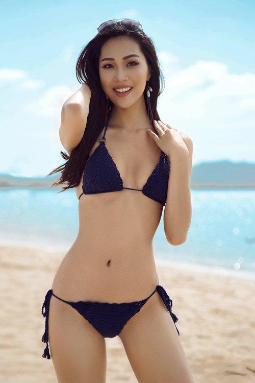 Mới đây, Top 3 Hoa khôi áo dài đã 'trình làng' bộ ảnh bikini bên cạnh siêu mẫu Hà Anh và hoa hậu biển Nguyễn Thị Loan, đập tan những dị nghị về nhan sắc.