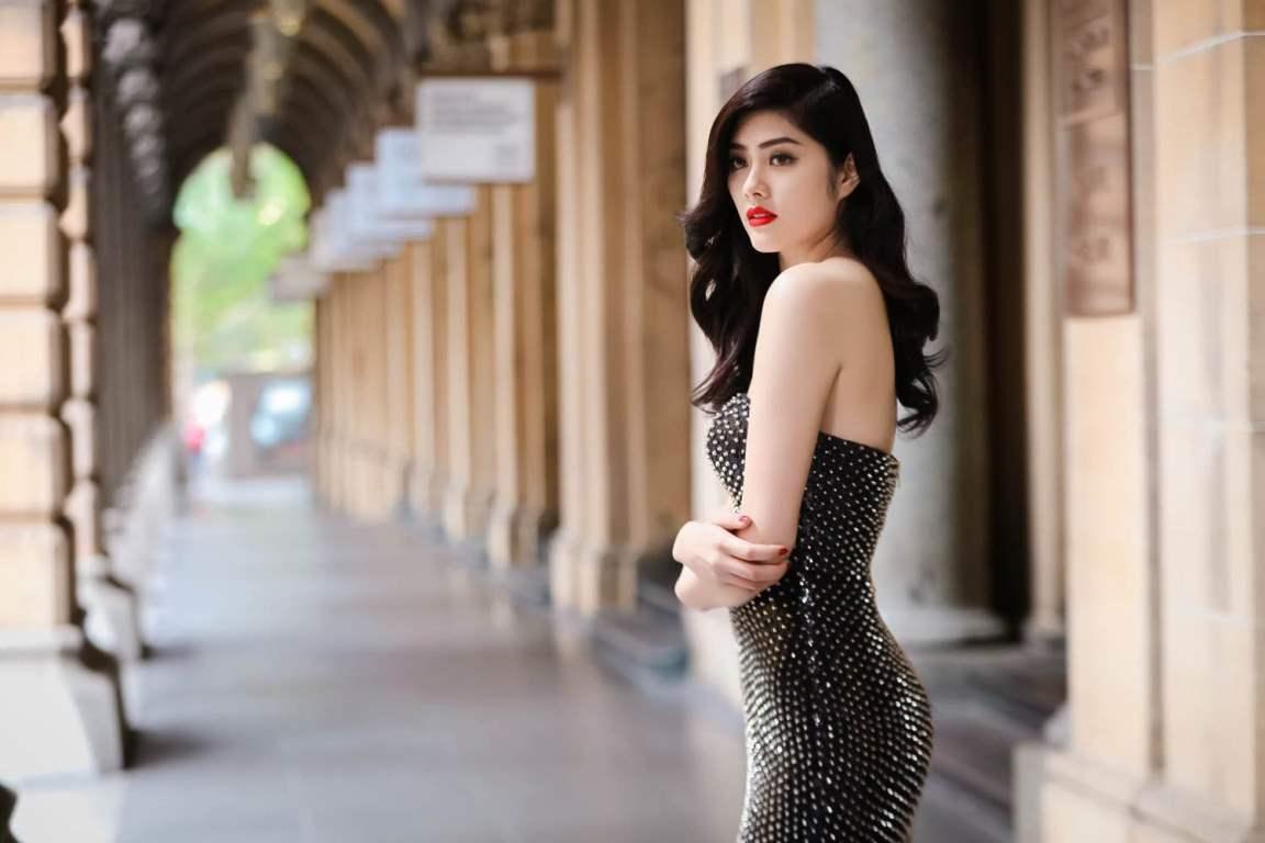 """Trong thời gian qua, chân dài Huỳnh Tiên là cái tên được nhiều người yêu mến nhắc đến sau bộ phim Valentine trắng. Đặc biệt hiệu ứng tích cực từ bộ phim được lan rộng hơn nữa khi """"đứa con tinh thần"""" đã được ra mắt tại Mỹ."""