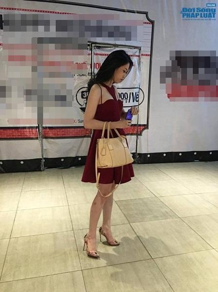 Nói về sự việc này, Thu Vũ đã lên tiếng xin lỗi người hâm mộ. Mới đây, cô được bắt gặp đi xem phim nhưng tránh mặt mọi người.