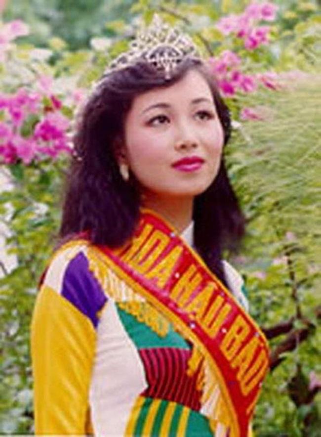 Bên cạnh không ít người đẹp bị ''ném đá'' bởi khả năng nói tiếng nước ngoài, ở Việt Nam cũng có hoa hậu lập được kỷ lục vì thông thạo 5 thứ tiếng.