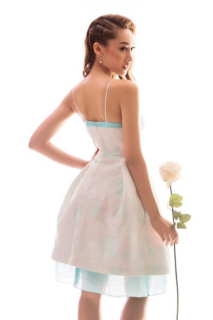Vào năm 2013, cô từng đoạt giải đồng Siêu mẫu Việt Nam với khuôn mặt sáng sân khấu, kĩ năng catwalk khá tốt và hiện tại cô tham gia vào lĩnh vực điện ảnh và thường xuyên xuất hiện trên các tạp chí, các show thời trang uy tín.