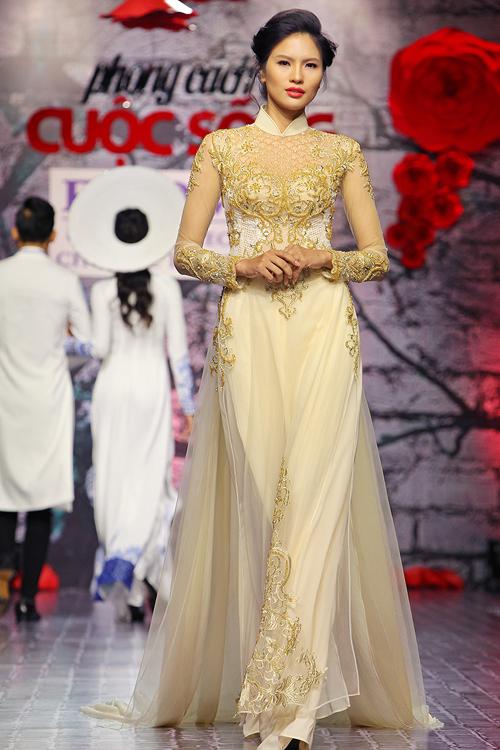 Tối qua (27/6), tại sàn diễn thời trang phong cách và cuộc sống, bắt gặp Lê Thị Phương với hình ảnh sụt cân hết 3 kg sau nửa tháng tổ chức đám cưới.