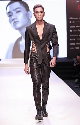 Sinh sống và làm việc tại TP.HCM được 1 năm nay, Huy Quang đã ''bỏ túi'' cho mình kinh nghiệm thi các cuộc thi người mẫu và các show diễn thời trang, nổi bật trong đó có Vietnam Interntional Fashion Week. Huy Quang còn đã từng là học viên của Học viện đào tạo người mẫu BeU Academy do Host - Siêu mẫu Thanh Hằng làm Giám đốc điều hành.