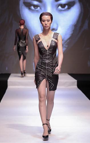 Đến với Vietnam's Next Top Model mùa thứ 7, cô gái Trịnh Thu Hường đã là một người mẫu có kinh nghiệm khi xuất hiện trong nhiều show thời trang nổi tiếng trong nước, đặc biệt là 2 lần xuất hiện trên sàn catwalk danh giá của sự kiện thời trang hàng đầu Việt Nam – Vietnam International Fashion Week 2015, 2016