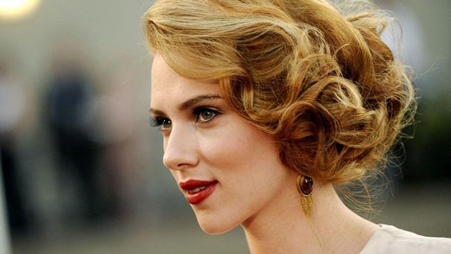 Scarlett I. Johansson sinh ngày 22 tháng 11 năm 1984 là một nữ diễn viên, ca sĩ người Mỹ có mang dòng máu Đan Mạch và Thụy Điển