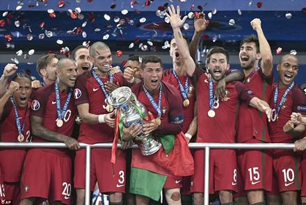 Ngắm lại những hình ảnh xúc động của đội tuyển Bồ Đào Nha trong trận chung kết tối qua.