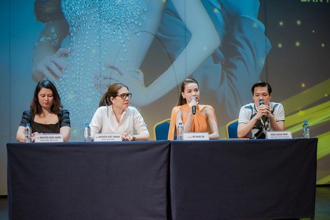 """Sau khi thành công với hình tượng """"Nữ hoàng giải trí"""" hàng đầu showbiz Việt, Hồ Ngọc Hà vẫn tiếp tục ghi dấu ấn lớn với các cac khúc hit như: Tìm lại giấc mơ, Một lần cuối thôi, Xóa ký ức, Tội lỗi và gần đây nhất là ca khúc Đừng đi đang trở thành một trong những bài hát được nghe nhiều nhất hiện tại."""