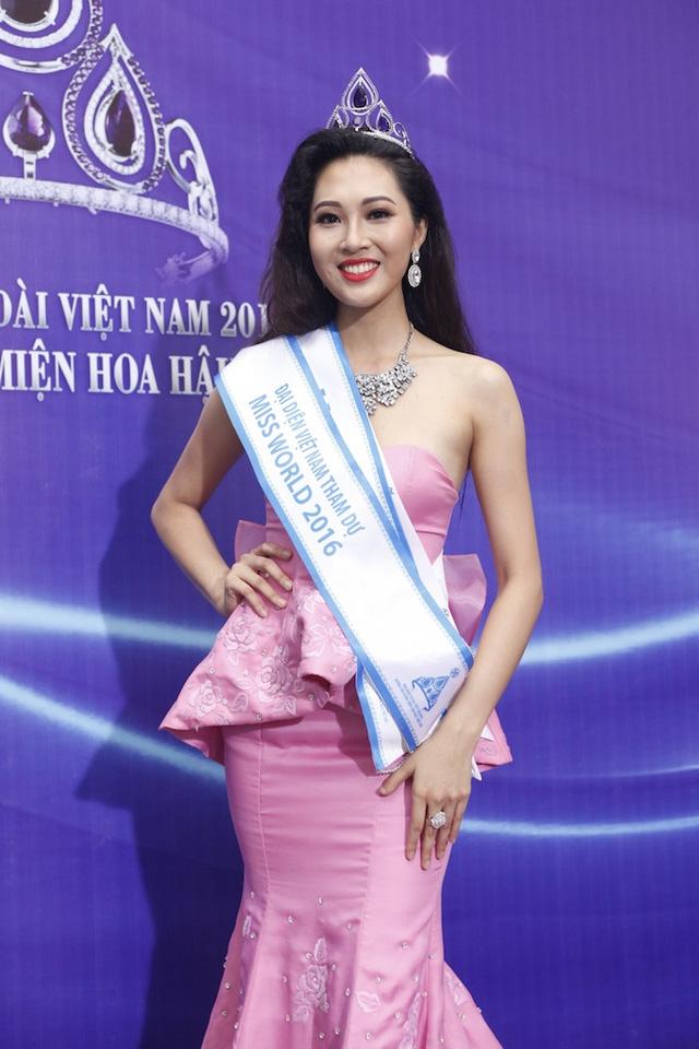 Diệu Ngọc là Hoa khôi áo dài Việt Nam 2016.