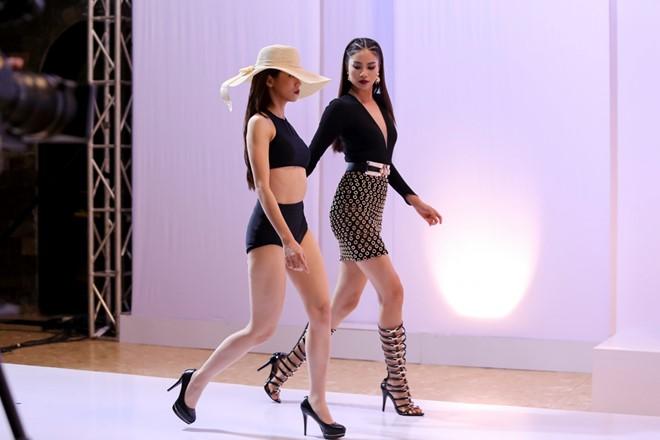 Trong phần thi trình diễn trang phục ấn tượng của NTK Chung Thanh Phong, An Nguy sải bước với gương mặt bị đánh giá là thiếu cảm xúc, catwalk nhàm chán. Thậm chí cộng đồng mạng còn gọi màn trình diễn của Vlogger giống ''đi chợ''.