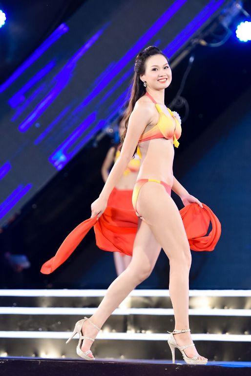 Cô cao 175cm, nặng 56kg, số đo 3 vòng: 85-63-94