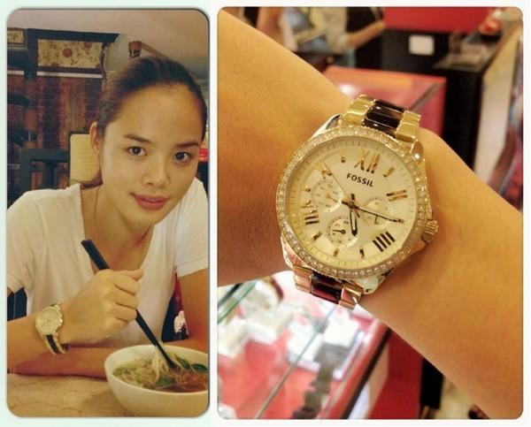 Người mẫu Trần Hiền từng khoe được tặng một chiếc đồng hồ của hãng Fossil.