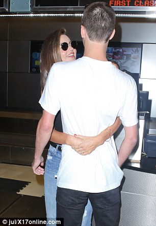 Miranda từng thổ lộ, cô gặp Evan tại bữa tiệc của Louis Vuitton ở Los Angeles vào cuối năm 2014, sau đó họ làm bạn bè vài tháng rồi mới nảy nở tình yêu.