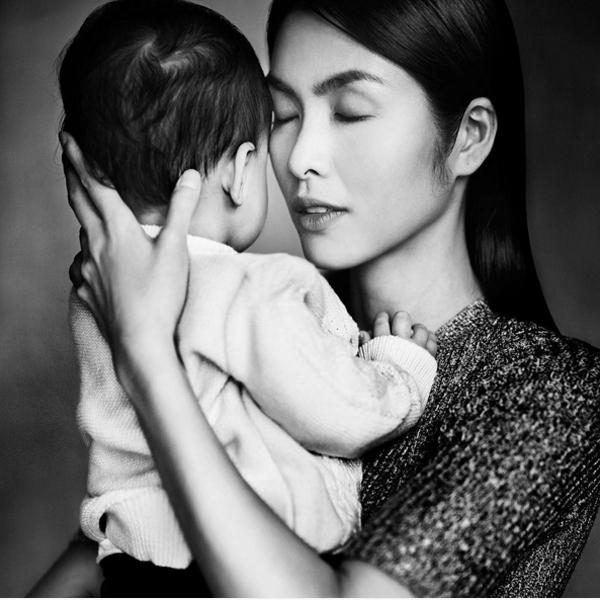 Gác lại phía sau ánh hào quang showbiz, dường như Hà Tăng chỉ quan tâm đến con trai cùng công việc quản lý những dự án kinh doanh. Ngoài ra, cô còn chịu khó đưa con đi chơi khắp mọi nơi trên thế giới để bé được trải nghiệm nhiều môi trường.