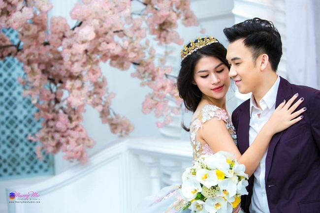 Bên cạnh những shoot hình thể hiện sự lãng mạn, gắn kết, Dương Triệu Vũ – Ngọc Thanh Tâm không ngại thay đổi phong cách để có những khoảnh khắc vui vẻ, hài hước bên nhau.