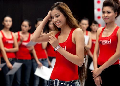 6 năm kinh nghiệm trong nghề người mẫu mà cô thường hay nói với thí sinh của mình tại The Face Việt Nam phần lớn đều là rút ra được từ các cuộc thi như Vietnam next top model 2010 (top 8), Thần tượng thời trang F-Idol (Giải nhất), Ngôi sao người mẫu ngày mai 2012 (Top 5), Nữ hoàng trang sức Việt Nam 2013, Hoa khôi thể thao thế giới (Á hậu 1), Hoa hậu Việt Nam 2014 (top 10) và vương miện Hoa hậu Hoàn vũ Việt Nam 2015.