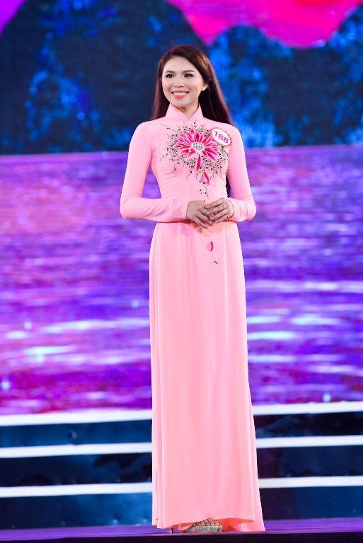 Nhiên là một trong những thí sinh nổi bật tại Miss du học sinh Việt 2015 nhờ gương mặt xinh xắn và chiều cao nổi bật.