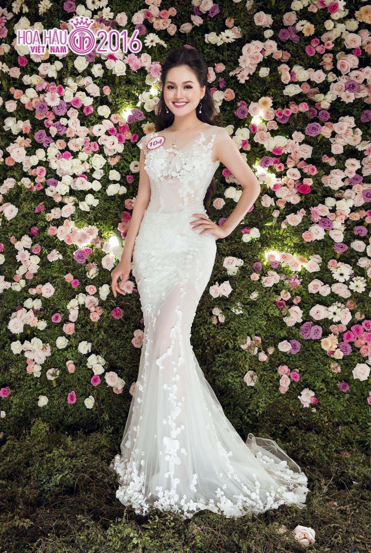 Có thể nói, các người đẹp Hoa hậu Việt Nam 2016 hoàn toàn thể hiện đúng thần  thái rạng rỡ và nhan sắc xinh đẹp.