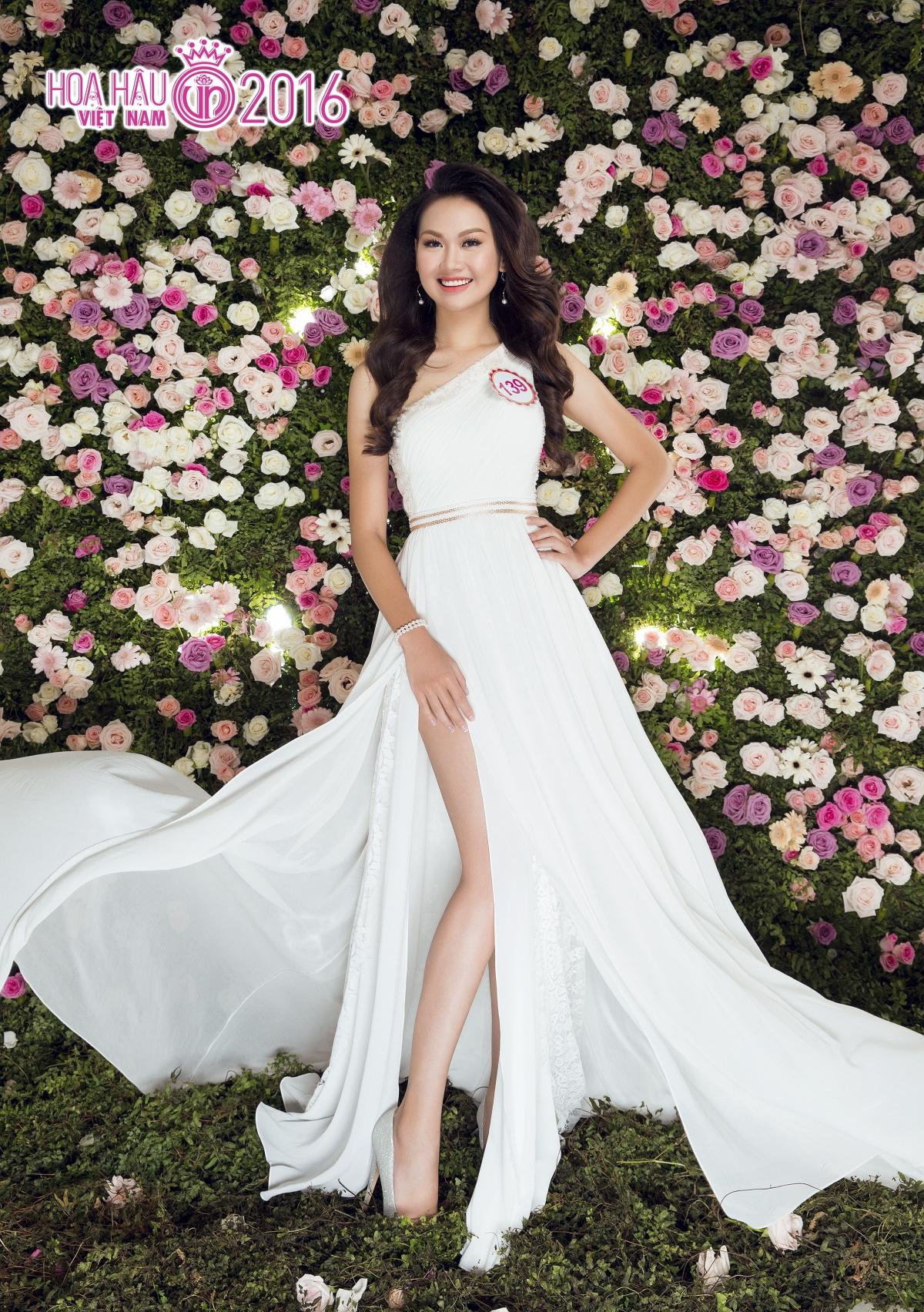 Không  chỉ đặc trưng ở một kiểu váy nhất định, các cô gái có cơ hội biến hóa trong nhiều  phom dáng, từ váy suông dài, váy đuôi cá, váy xẻ tà đến đầm xòe công chúa.