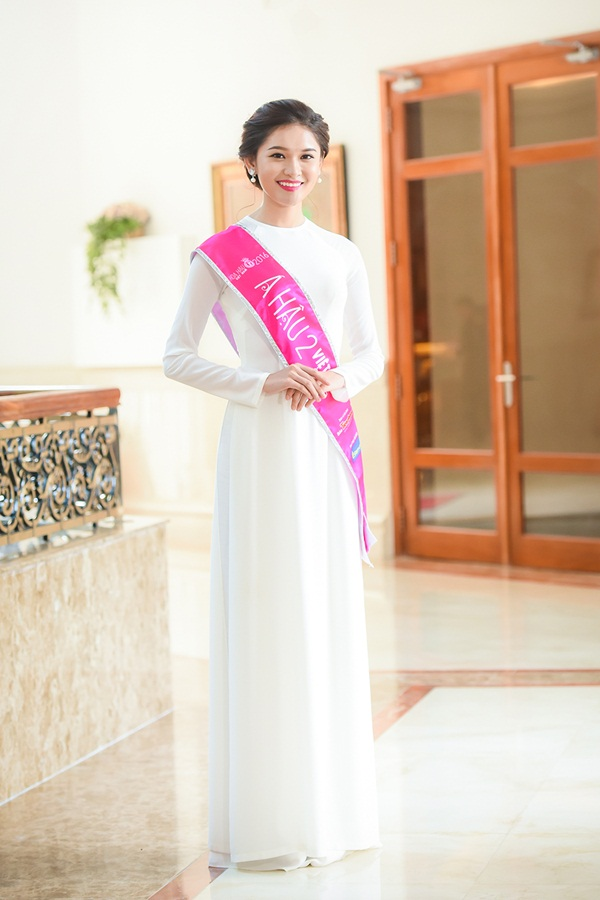 Danh hiệu Á hậu 2 thuộc về thí sinh Huỳnh Thị Thùy Dung  (SBD 015) – 20 tuổi, đến từ trường Đại học Ngoại thương và sở hữu chiều cao 1,71 m.