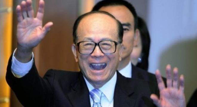 Li hiện đứng sau Jack Ma trên bảng xếp hạng  Bloomberg Billionaires Index, trong đó đặt ông được xếp ở trí thứ 20 trên toàn thế giới, nhưng ông cho biết tài sản của ông được đánh giá thấp hơn 40% giá trị tài sản thực.