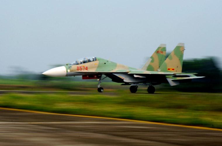 Máy bay Su-30MK2 được trang bị hệ thống tên lửa không đối không, không đối đất và không đối hạm