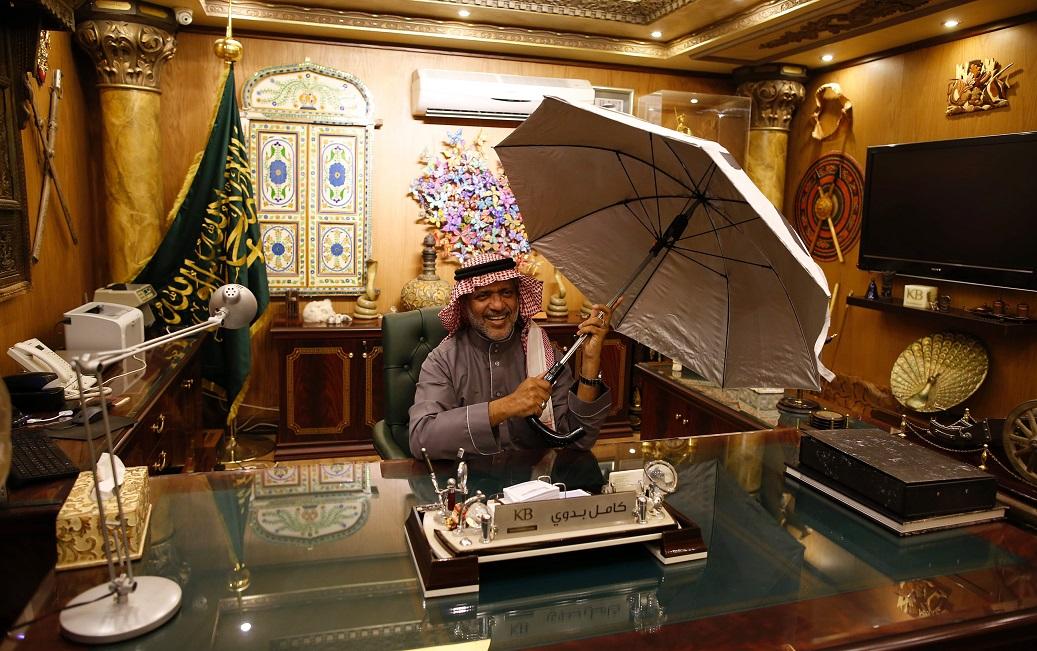 Chiếc ô thông minh và chủ nhân Kamel Badawi