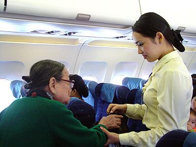 Các tiếp viên hàng không phải đối mặt với vô vàn tình huống trên mỗi chuyến bay