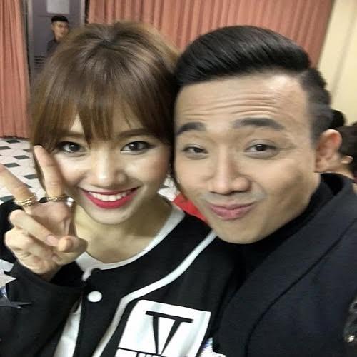11. Nam MC này cũng thường xuyên đăng tải hình ảnh vui vẻ bên người yêu - đồng nghiệp. Anh chàng còn gọi Hari Won là em dù kém tuổi cô nàng.