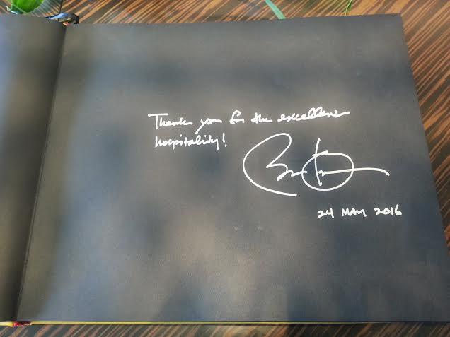 'Thank you for the excellent hospitality' - Cảm ơn sự hiếu khách tuyệt vời của các bạn. Đây là lời cảm ơn mà Tổng thống Mỹ Barack Obama đã ghi lại tại cuốn sổ lưu bút của khách sạn 5 sao JW Marriott Hanoi – nơi ông đã nghỉ ngơi trong 3 ngày làm việc vừa qua tại Hà Nội.