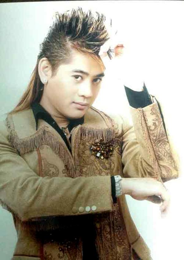 Trước khi chuyển giới, Lâm Chí Khanh cho ra mắt 10 album và 3 liveshow hoành tráng. Nhiều ca khúc của anh từng 'làm mưa, làm gió' một thời như 'Mộng liêu trai', 'Trái tim ngục tù', 'Tình sai'...