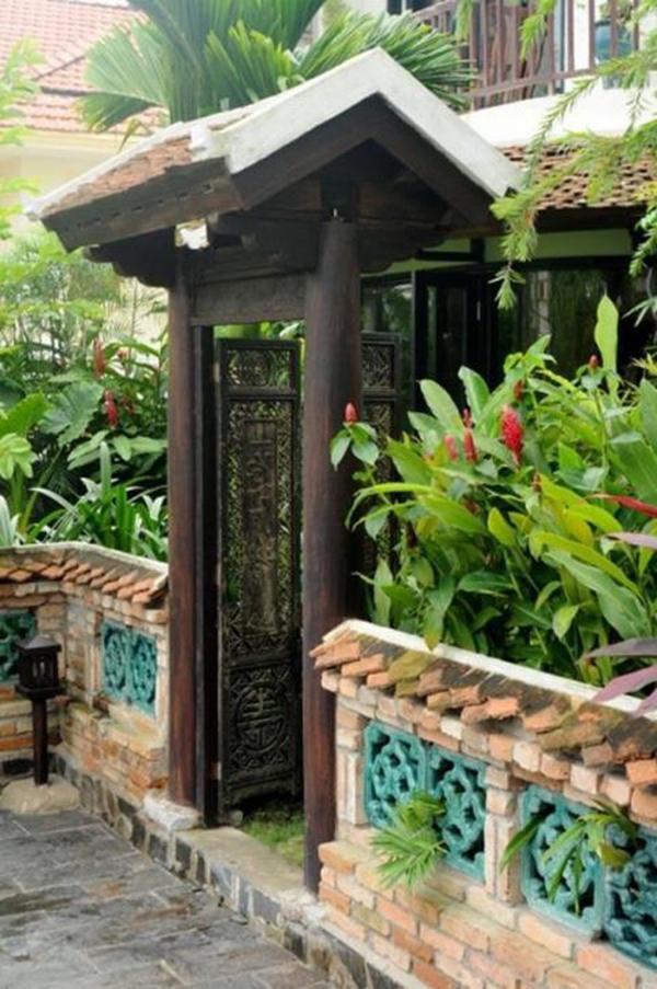 Không gian nhà của Hồng Nhung tràn ngập màu xanh của cỏ cây, tĩnh lặng, không còn khoảng cách giữa con người và thiên nhiên, tọa lạc tại TP. HCM.