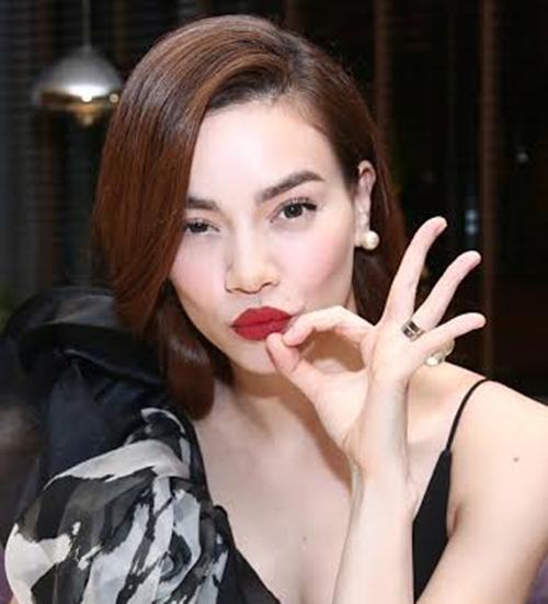 Các fan hâm mộ không ít lần chứng kiến Hồ Ngọc Hà 'chu môi' làm dáng đầy tinh nghịch, cá tính.