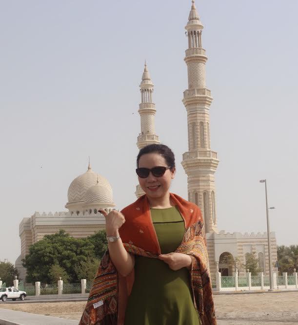Trong chuyến đi của mình, nữ hoàng Kim Chi đã ghé thăm Đảo nhân tạo hình lá cọ Palm Islands của Dubai.