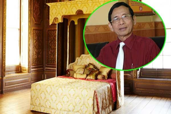 Đại gia Lê Ân, đã mua chiếc 'siêu giường' từ Anh Quốc có trị giá 4 tỷ đồng, thêm cả công đoạn lắp ráp, vận chuyển và chịu thuế, ông Lê Ân đã bỏ ra ngót 6 tỷ đồng để sở hữu chiếc giường quý tộc.