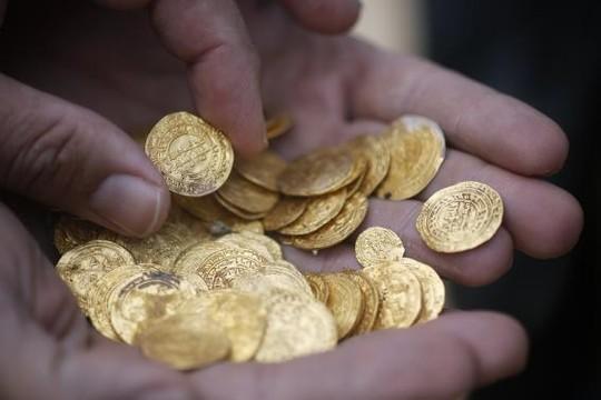 Các thợ lặn đã tìm thấy kho vàng cổ chứa tới hàng ngàn đồng vàng dưới biển
