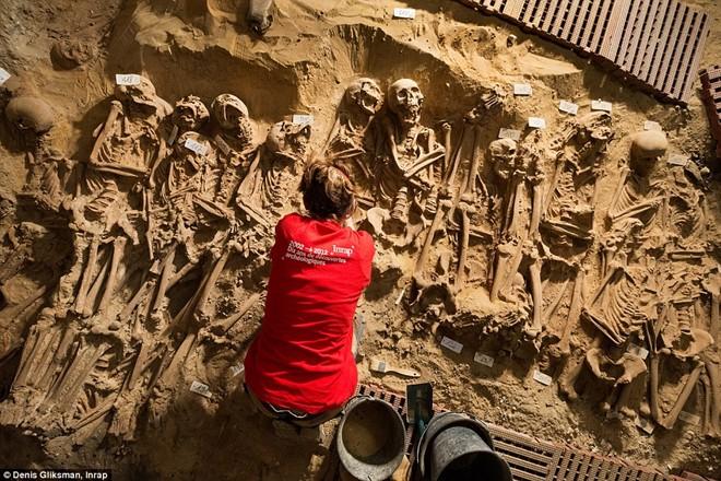 Tin khoa học trên Daily Mail cho biết khoảng 200 bộ hài cốt đã được tìm thấy dưới lòng đất Paris