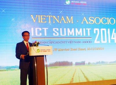 Phó Thủ tướng Vũ Đức Đam phát biểu trong Diễn đàn Cấp cao công nghệ thông tin Việt Nam 2014