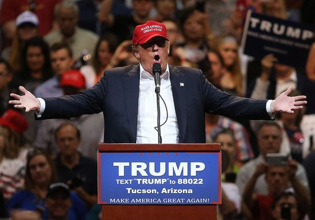 Xung đột nổ ra giữa người ủng hộ và phản đối tỷ phú Donald Trump là một trong những tin tức thời sự nổi bật 24h qua