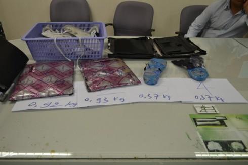 Số ma túy đá được nam hành khách ép mỏng, dính vào hành lý cá nhân